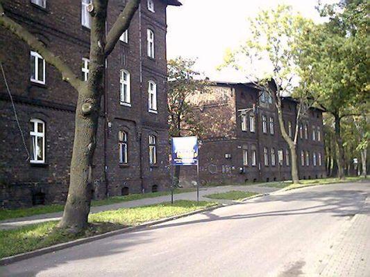 """Katowice - Kolonia Pniaki. """"Familoki"""" wzdłuż ul.Siemianowickiej"""