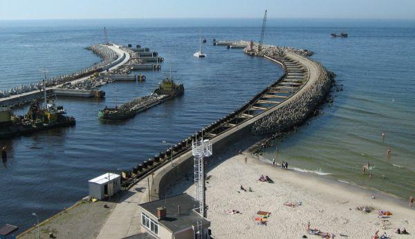 Kołobrzeg - falochrony portowe, wejście do portu