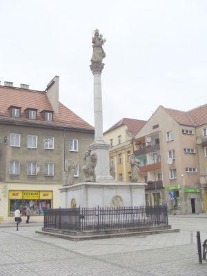 Kolumna maryjna na rynku w Prudniku.