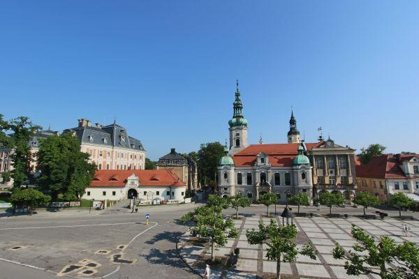 Zamek, brama wybrańców i kościół ewangielicki w Pszczynie