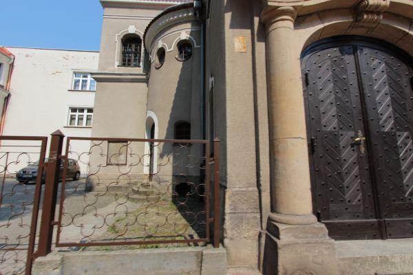 Kościół ewangelicki w Pszczynie - podwórze