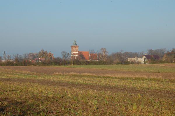 Kościół parafialny św. Jana Chrzciciela z 1560 roku w Służewie