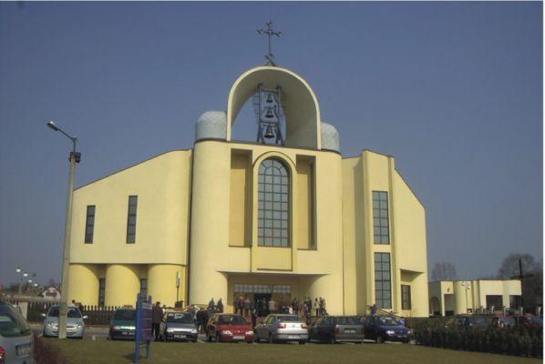 Kościół parafialny Trójcy Przenajświętszej w Kostuchnie