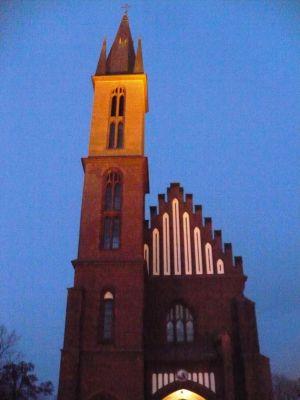 Kościoł pw. Świętego Stanisława w Myszkowie nocą