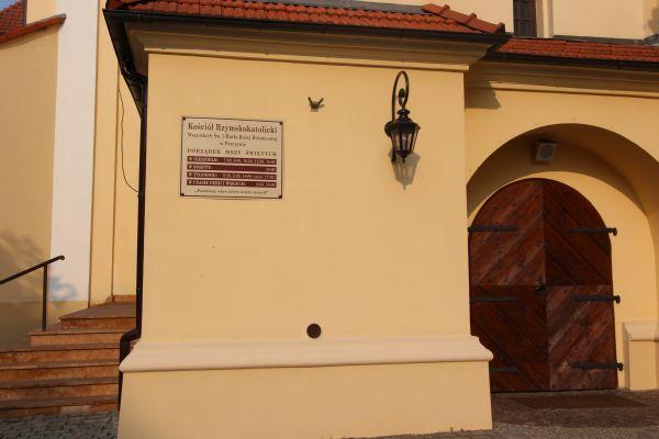 Pszczyna, kościół Wszystkich Świętych, wejście