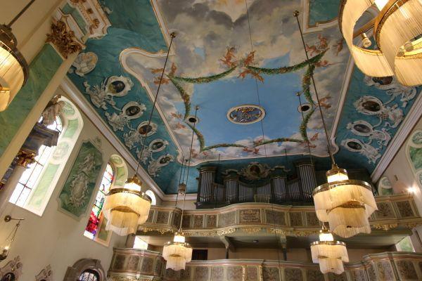 Pszczyna, kościół Wszystkich Świętych, sufit i organy