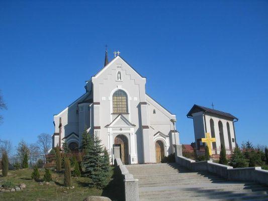 Kościół, wybudowany w 1914 r. w Brzózie Królewskiej
