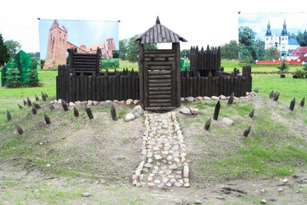 Miniatura Grodu Pruskiego w Parku Zabytków Warmii i Mazur w Gierłoży