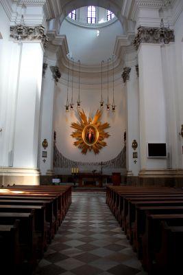 Nawa główna kościoła MBŁ w Warszawie