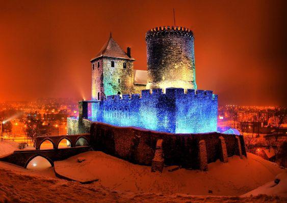 Nocne oświetlenie zamku w Będzinie