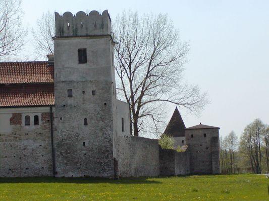 Obwarowania klasztoru w Sulejowie: Baszta Attykowa, Wieża Rycerska i Baszta Mauretańska
