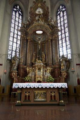 Opole - Katedra Podwyższenia Krzyża, ołtarz