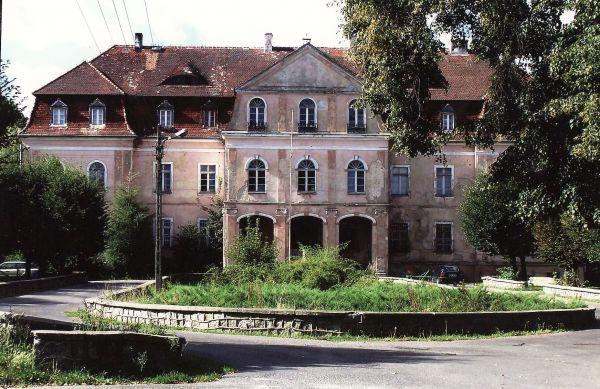 Pałac w Jerzmanowej - front