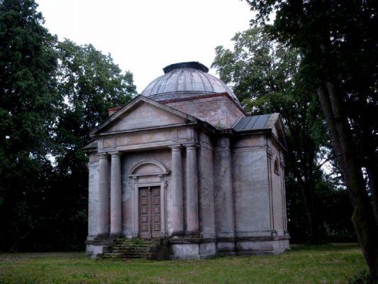 Pałac w Krowiarkach - mauzoleum