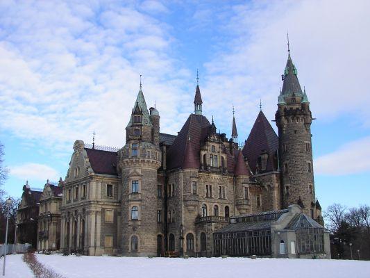 Pałac w Mosznej - zima