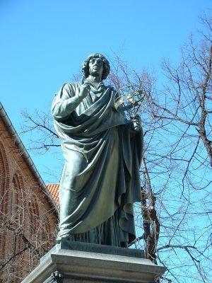 Pomnik Mikołaja Kopernika w Toruniu (Rynek Staromiejski)