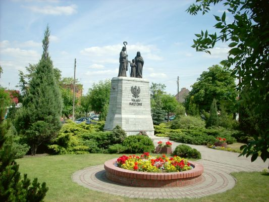 Pomnik Świętej Rodziny w Ślesinie