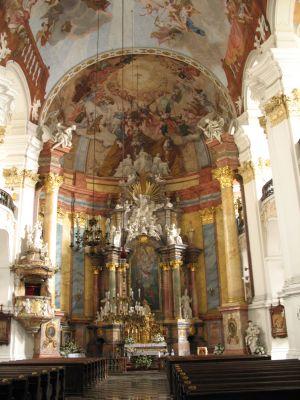 Prezbiterium i fragment nawy głównej - Kościół Świętych Apostołów Piotra i Pawła w Nysie