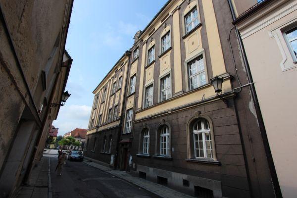 Widok ratusza w Pszczynie od ulicy Ratuszowej