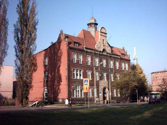 Ratusz z 1907 r. w dzielnicy Katowic - Dąbrówce Małej