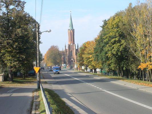 Rędziny - widok na kościół i ul. Wolności