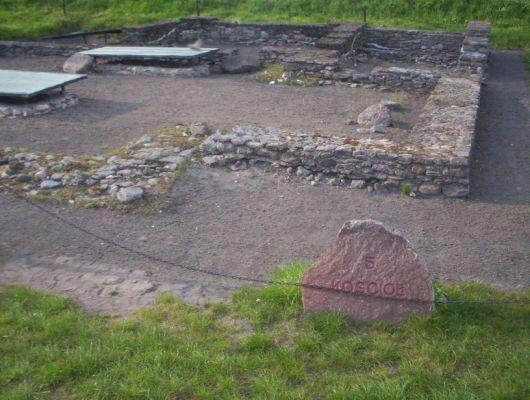 Relikty kościoła na Ostrowie Lednickim