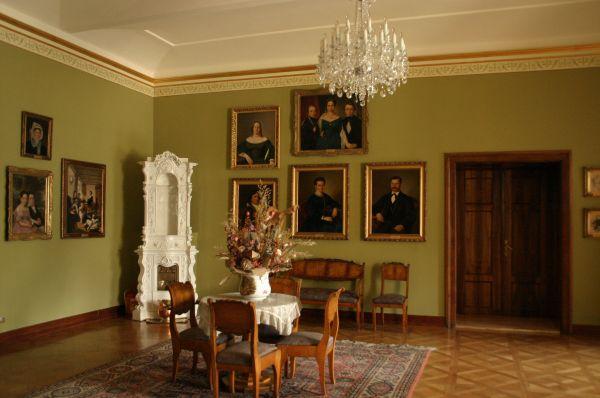 Salon biedermeierowski w Muzeum w Bielsku–Białej