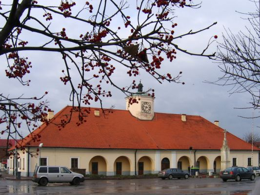 Stare Miasto, Ratusz w centrum rynku, Staszów