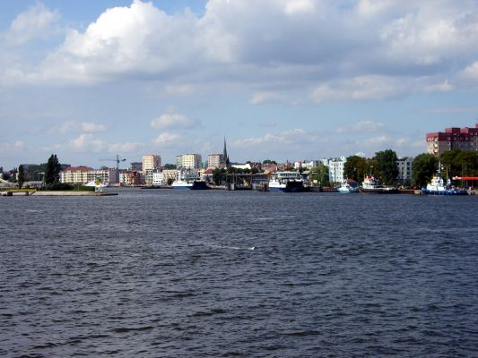 Świnoujście - widok z przeprawy promowej na centrum miasta