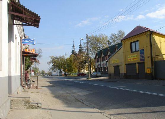 Ulica Częstochowska w Kłomnicach. Widok od strony Częstochowy.