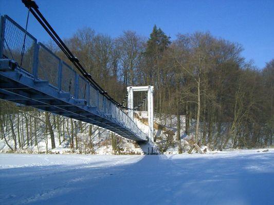 Wałcz - Most wiszący nad jez. Raduń zimą