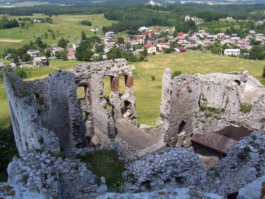 Widok na Podzamcze z zamku Ogrodzieniec