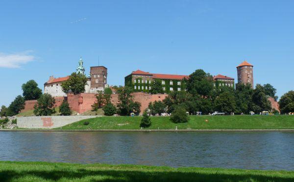 Widok na Wawel z drugiej strony Wisły