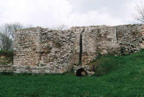 Zamek biskupów krakowskich w Sławkowie - ruiny