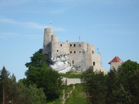 Zamek Bobolice w trakcie odbudowy