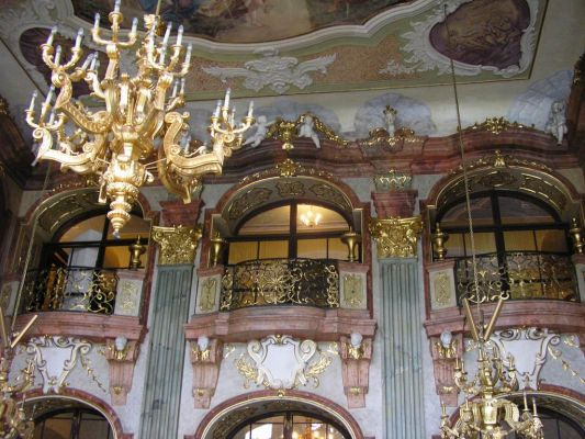 Złote balkony w Sali Maksymiliana na zamku w Książu