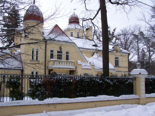 Willa Ustroniew  Konstancinie-Jeziornej