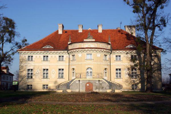 Pałac w Lewkowie, fasada ogrodowa