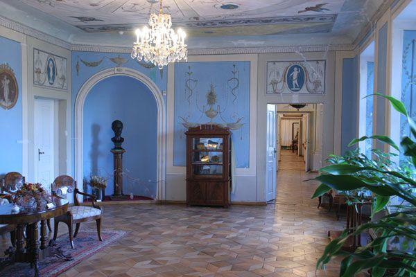 Salon błękitny pałacu w Śmiełowie