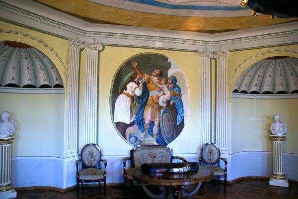 Salon owalny pałacu w Śmiełowie