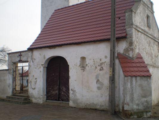 XVIII-wieczna kostnica przy kościele w Kwielicach