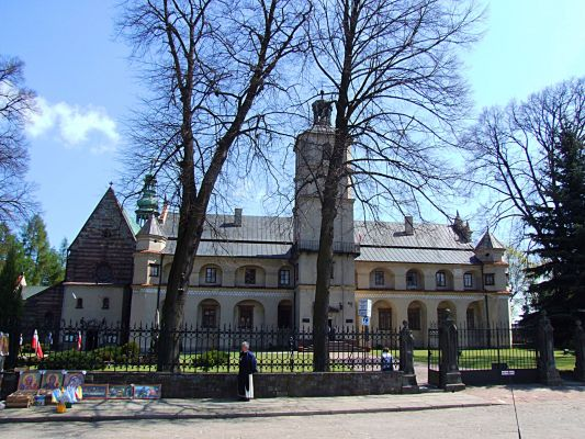 Wąchock - Romański kościół klasztorny pw. Najświętszej Marii Panny i św. Floriana
