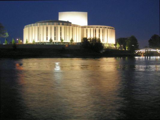 Bydgoszcz - Opera Nova widziana z Wyspy Młyńskiej