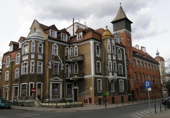 Poczta w Sopocie (z prawej)