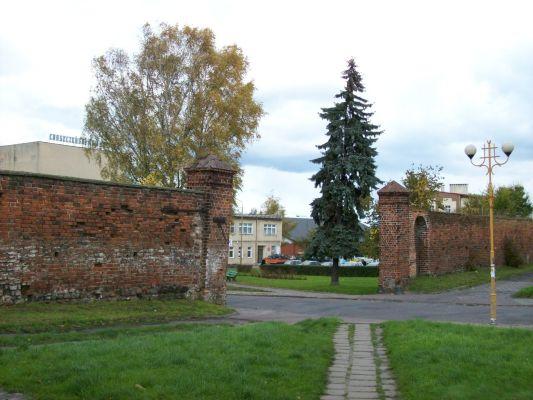 Jedna z trzech zachowanych bram murów obronnych w Choszcznie