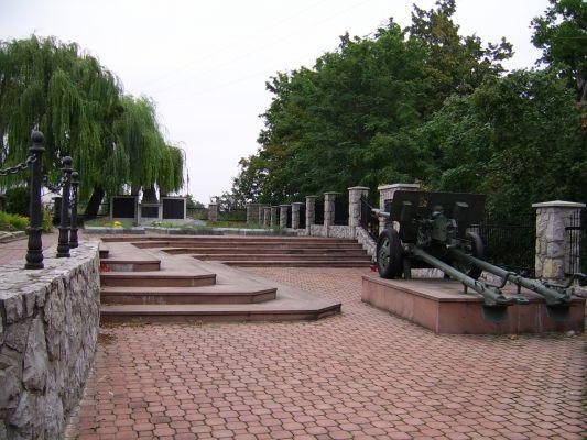 Proszowice - Cmentarz parafialny, mogiła żołnierzy poległych w czasie II wojny światowej