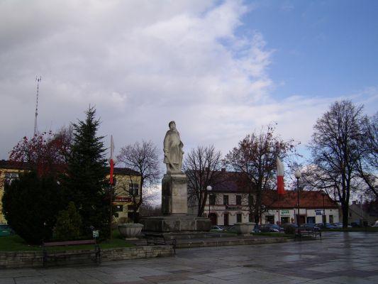 Proszowice - Rynek, pomnik Tadeusza Kościuszki