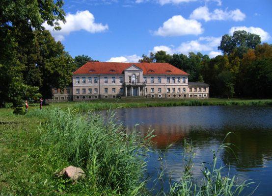 Pałac von Treskow w Owińskach