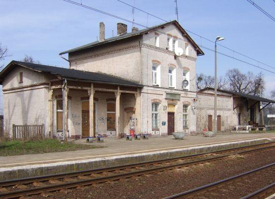 Przystanek kolejowy we wsi Turzno