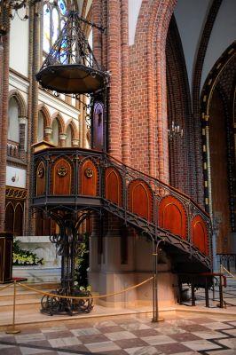 Ambona w Bazylice katedralnej św. Michała i św. Floriana